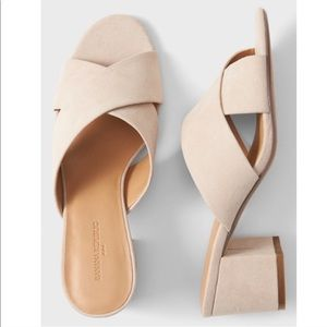 Banana Republic Sandals Block heel nude